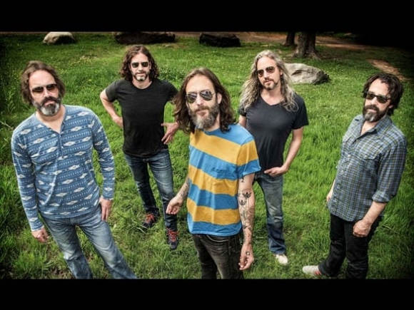 Behold the Seer: Chris Robinson Brotherhood roll on