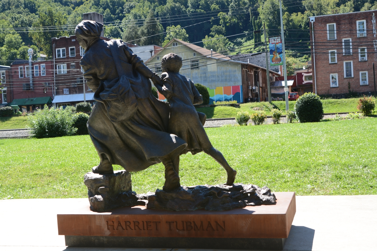 Tubman statue arrives as Confederate soldier gets new plaques