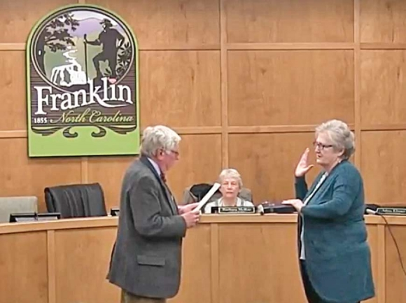 Franklin Mayor Bob Scott swears in Dinah Mashburn to fill the unexpired term of her late husband  Billy Mashburn in January 2018.