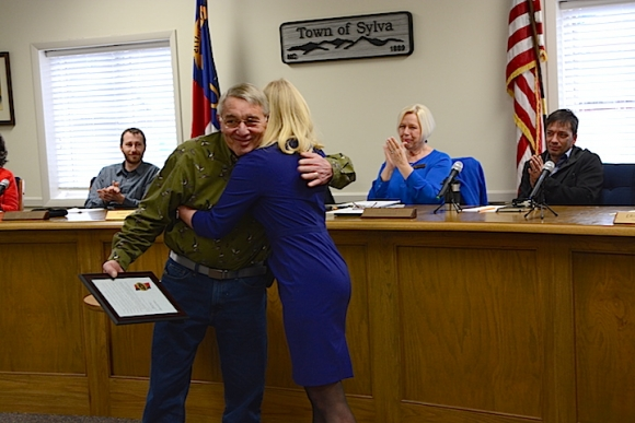 Town Manager Paige Dowling and outgoing Public Works Director Dan Shaeffer embrace following Dowling's presentation of an award of recognition. Holly Kays photo