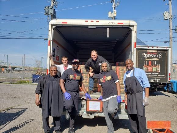 Memphis restaurant delivers meals to Cherokee