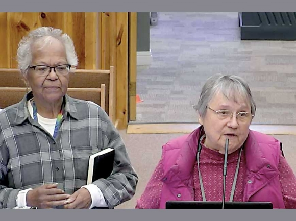 Citizens for a Constitution members Carmelita Monteith (right) and Peggy Hill address Tribal Council on Oct. 17. EBCI photo