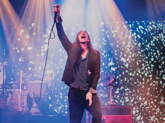 Brandon Boyd, lead singer of Incubus, onstage in Asheville. (photo: Connor Burchett)