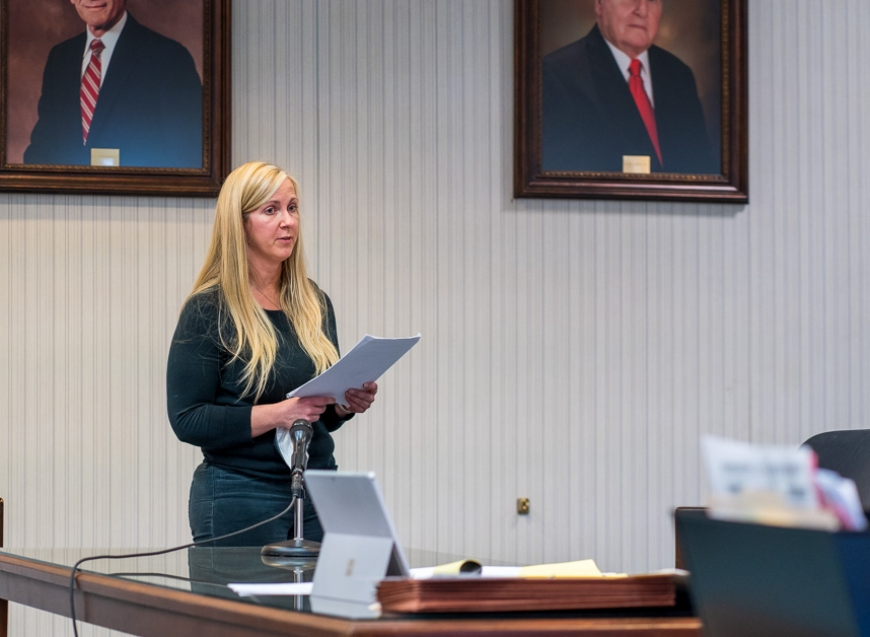 Cheryl Moss apologizes Thursday in Jackson County Superior Court to her former law-firm colleagues.