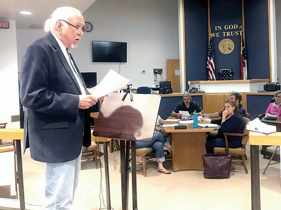 Bryson City resident Joe Hayes speaks in opposition to the town relinquishing its right of way on Fry Street. Jessi Stone photo