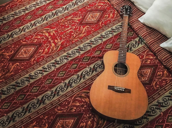 The Teton parlor acoustic guitar. (photo: Garret K. Woodward)
