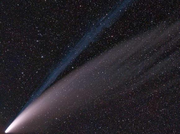 Comet 2020 F3 (NEOWISE) on Jul 14 2020. SimgDe/Wikimedia Commons